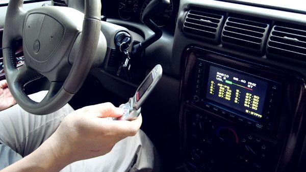 你知道吗:开车时看一眼微信相当于盲行三四十米